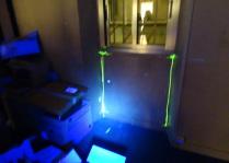 traceur incolore injecté à l'extérieur d'une menuiserie :Résultat visible avec une torche à Ultra Violet